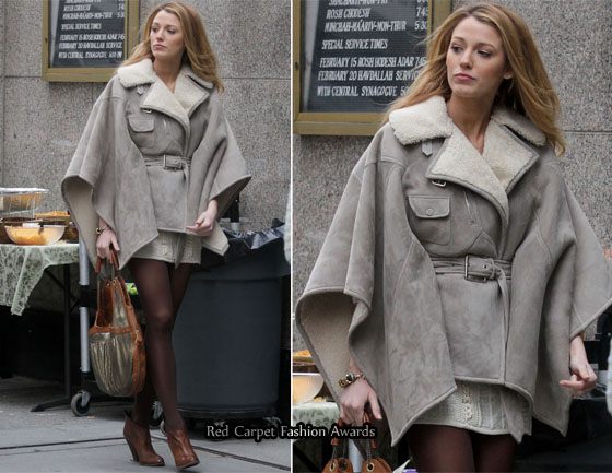 On The Gossip Girl Set With Leighton Meester   Blake Lively Carrying ... 0b2760ba37160