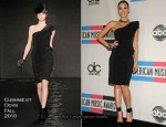 Jessica Alba In Cushnie et Ochs - 2010 American Music Awards Press Room