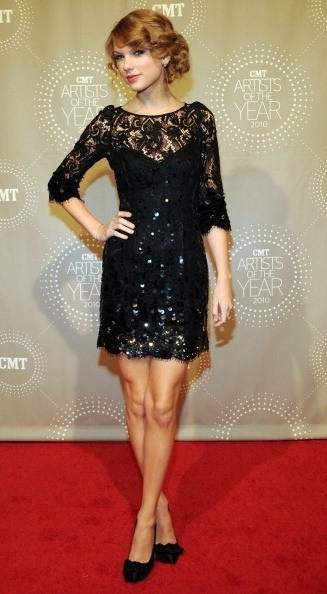 Taylor Swift In Jenny Packham Cmt Artists Of The Year
