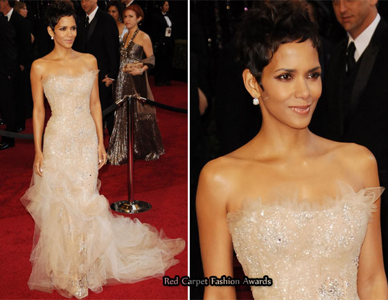 halle berry oscars 2011 red carpet. The Oscar winning actress was