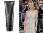 "Jennifer Aniston Has A Golden Glow With St. Tropez At The ""Horrible Bosses"" London Premiere"