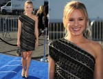 Kristen Bell In Etro - 2011 VH1 Do Something Awards