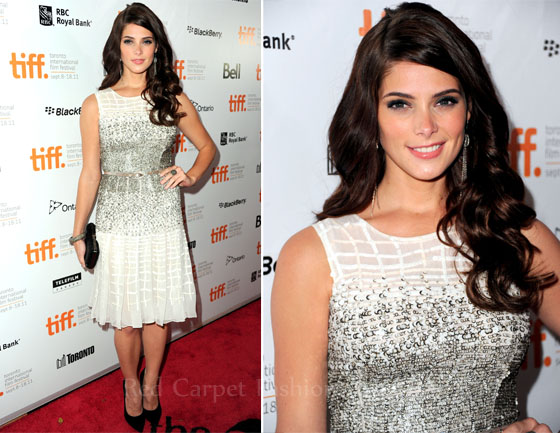 Fashion Police - Page 4 Ashley-Greene-In-Oscar-de-la-Renta-Butter-Toronto-Film-Festival-Premiere
