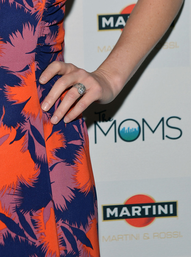 Elizabeth Banks in Jill Stuart