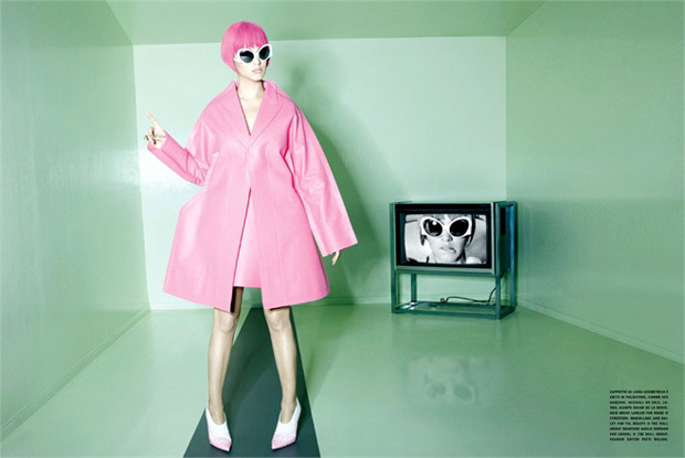Katy Perry in Comme Des Garçons coat and dress, Lotho sunglasses and Oscar De La Renta shoes