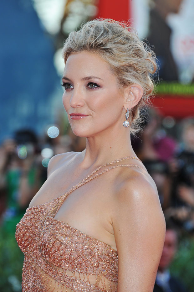 Kate Hudson in Atelier Versace dress and Fabergé jewels