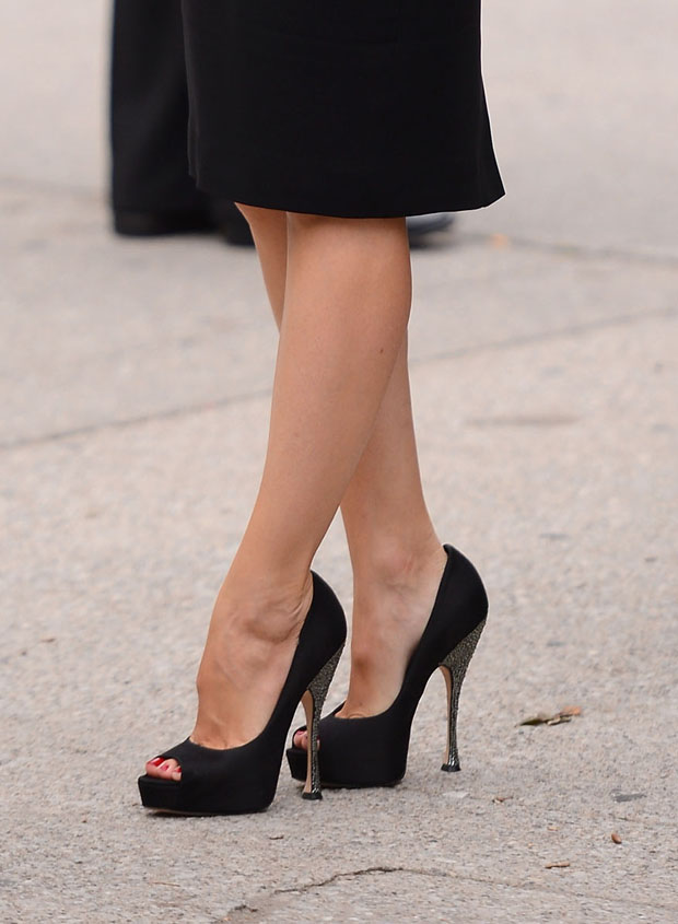 Jennifer Garner's Brian Atwood black satin and Swarovski 'Yvesse' pumps