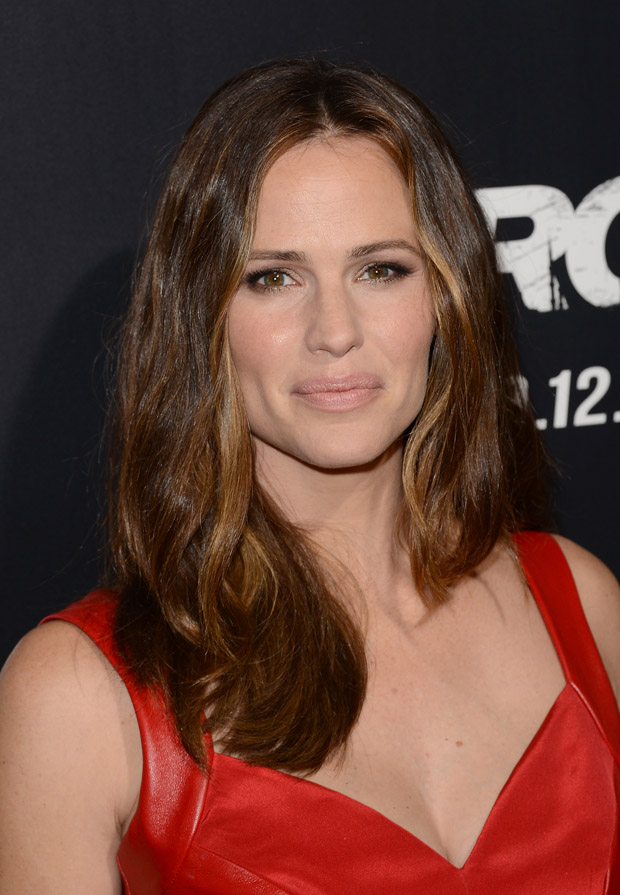 Jennifer Garner in Monique Lhuillier