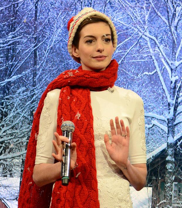 Anne Hathaway in Cushnie et Ochs