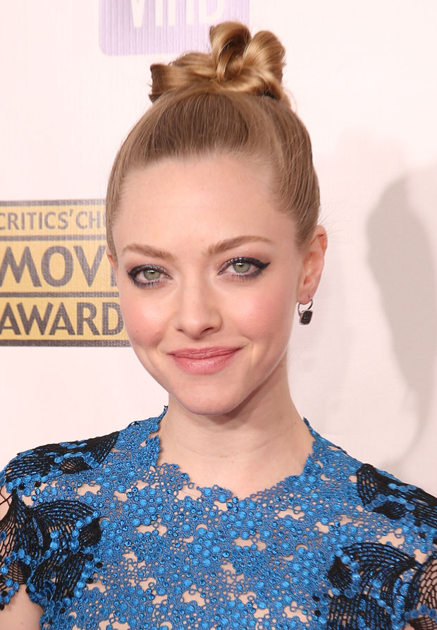 Amanda Seyfried in Marios Schwab