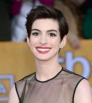 Anne Hathaway in Giambattista Valli Couture