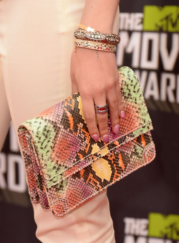 Bella Thorne's Alice + Olivia 'Clee' clutch