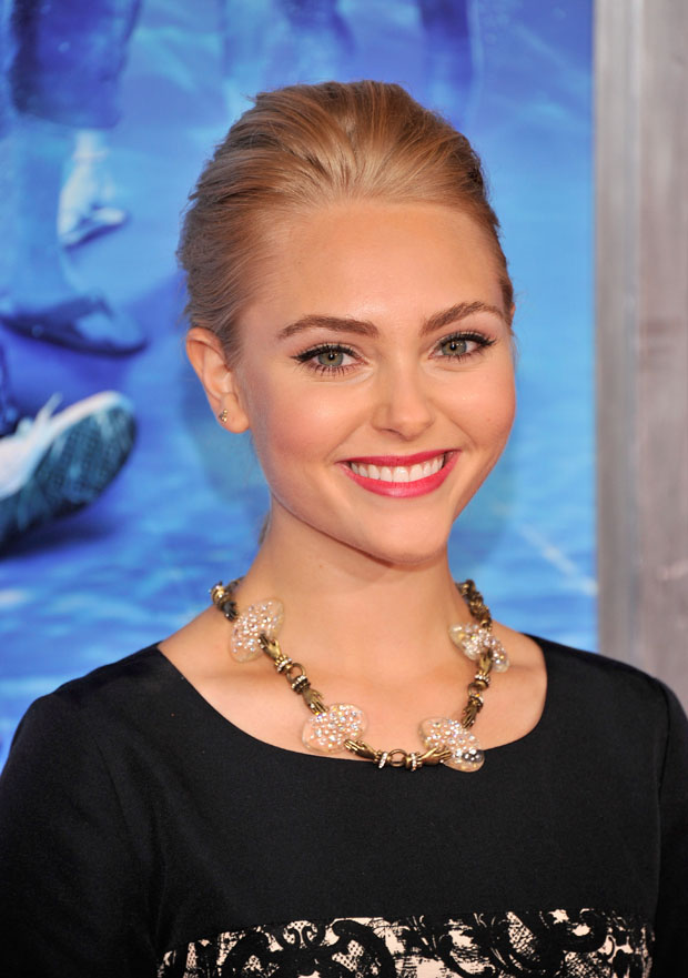 AnnaSophia Robb in Miss Wu
