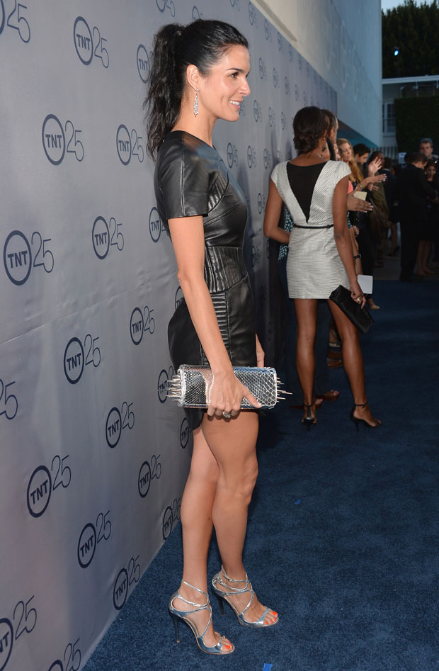 Angie Harmon in Azede Jean-Pierre
