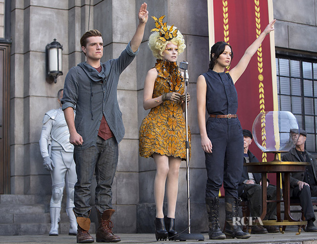 Elizabeth Banks As Effie Trinket In Alexander McQueen - 'The Hunger Games  Catching Fire'