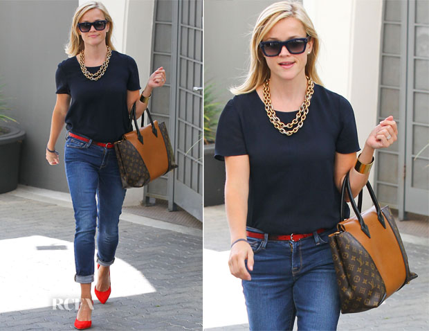 Reese Witherspoon In Goldsign - Out In Santa Monica