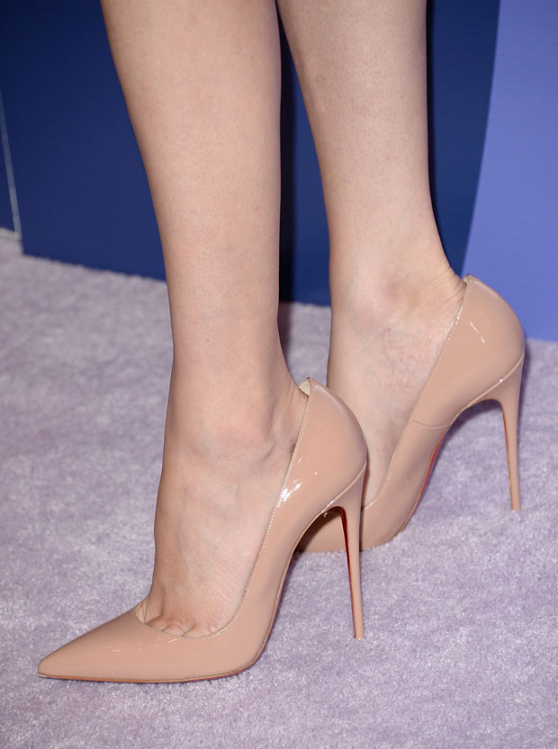 Elizabeth Banks' Christian Louboutin 'So Kate' pumps