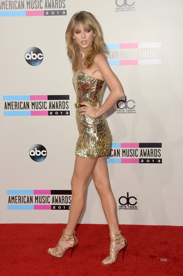 Taylor Swift 2013 American Music Awards Red Carpet