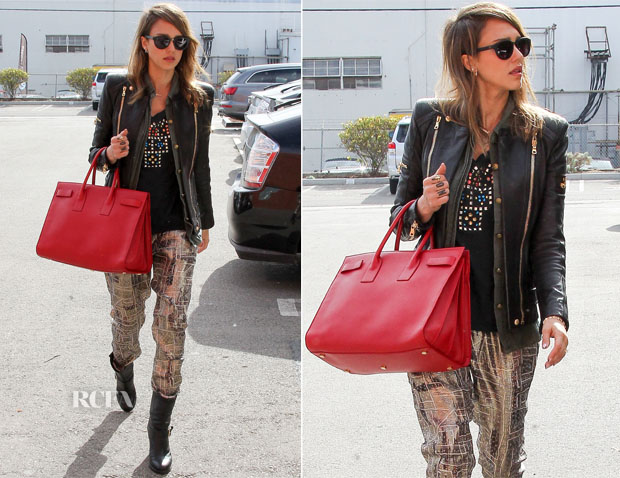 Jessica Alba In Current Elliott x REVOLVE & Isabel Marant pour H&M - Out In Santa Monica