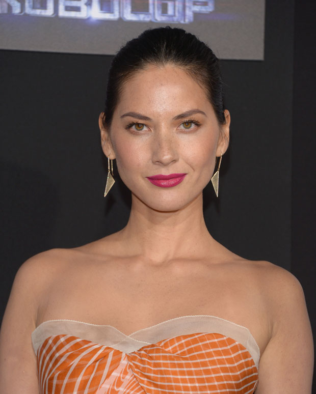 Olivia Munn in Carolina Herrera