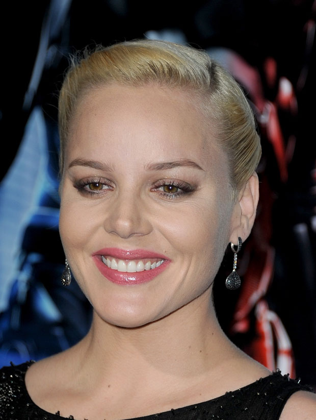 Abbie Cornish in Nicholas Oakwell Couture