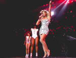 Beyonce Knowles In Atelier Versace - Mrs Carter Show World Tour