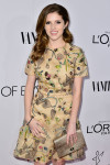 Anna Kendrick in Tory Burch with Mulberry clutch