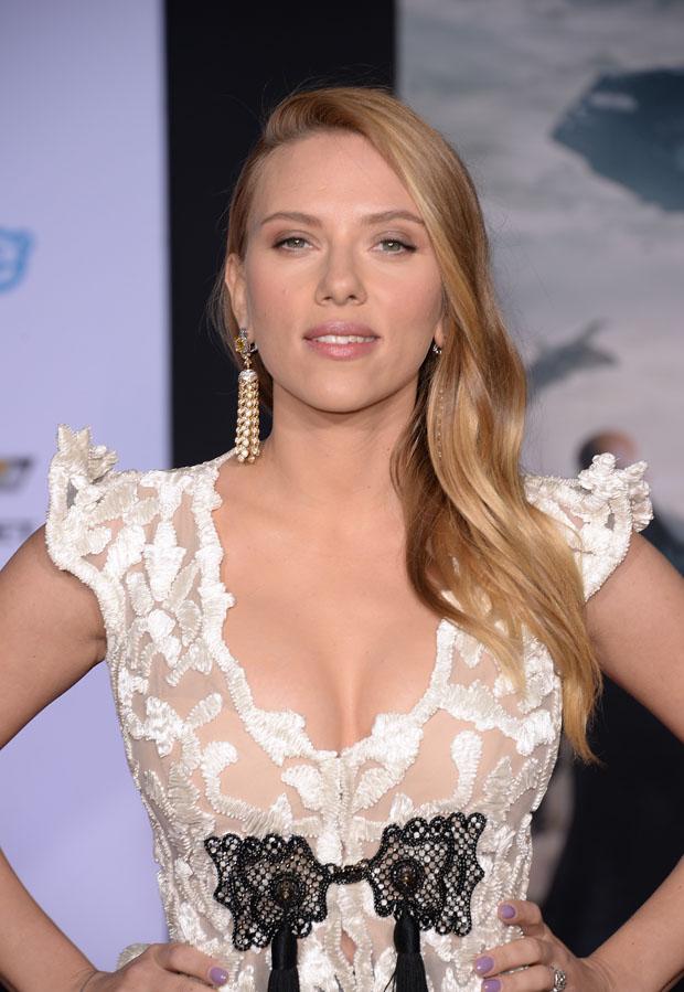 Scarlett Johansson in Armani Privé