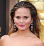 Get The Look: Chrissy Teigen's Pink Lip at the Oscars 2014