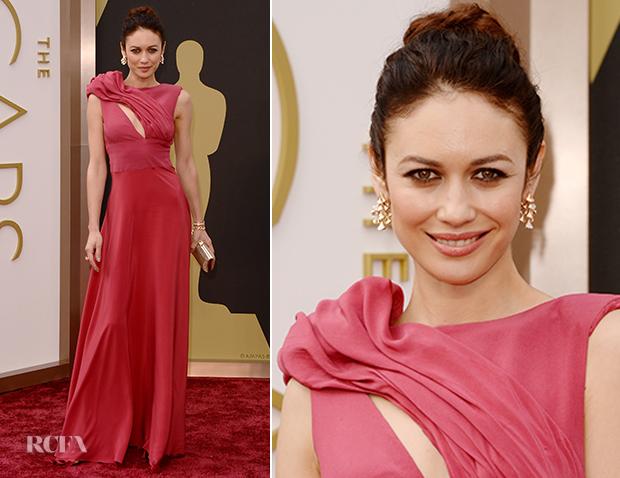 Olga Kurylenko In Suzy Amis Cameron - Oscars 2014