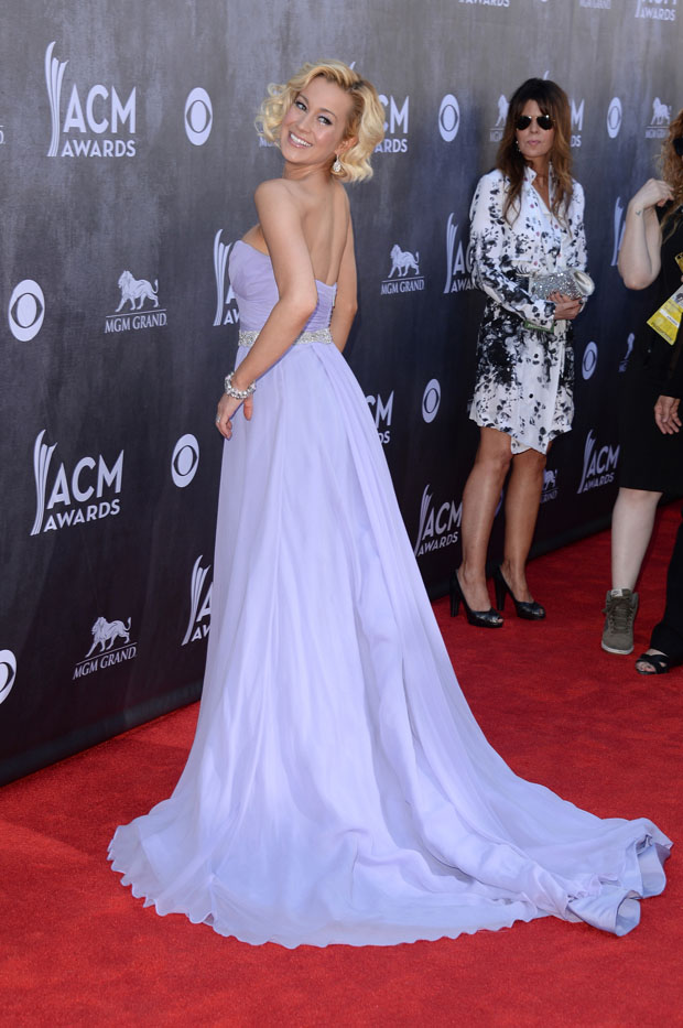 Kellie Pickler in Romona Keveza
