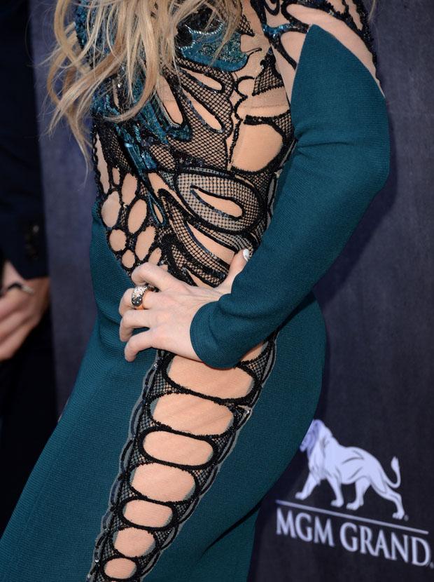 Shakira in Zuhair Murad