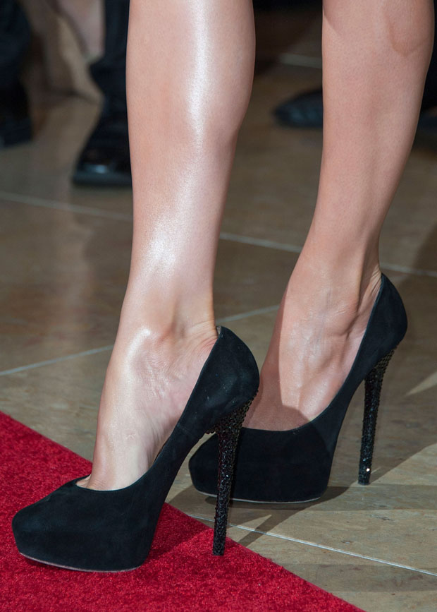 Jennifer Lopez's black pumps