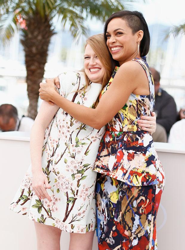 Mireille Enos in Dolce & Gabbana  and Rosario Dawson in Sportmax