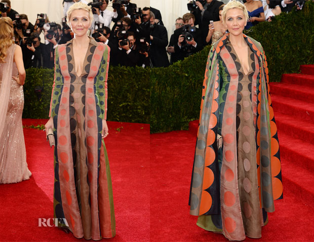 maggie gyllenhaal in valentino 2014 met gala red carpet fashion awards. Black Bedroom Furniture Sets. Home Design Ideas