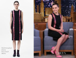 Hailee Steinfeld In Christopher Kane - The Tonight Show Starring Jimmy Fallon