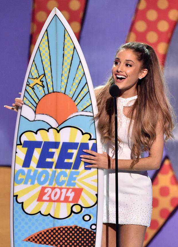 Ariana Grande 2014 Teen Choice Awards Red Carpet