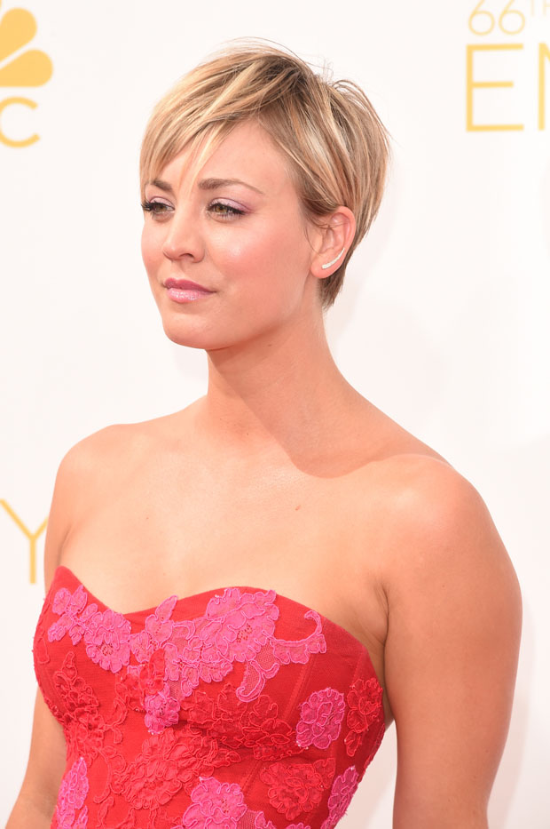 Kaley Cuoco in Monique Lhuillier
