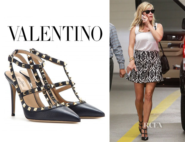 Reese Witherspoon S Valentino Rockstud Pumps Red Carpet Fashion