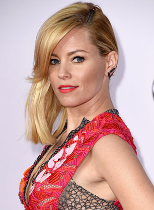 Get The Look: Elizabeth Banks' AMAs Makeup