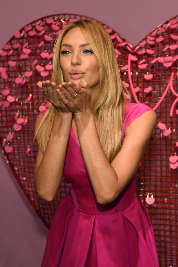Candice Swanepoel Victoria S Secret Angels Share Gift