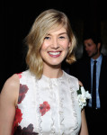 Rosamund Pike in Giambattista Valli