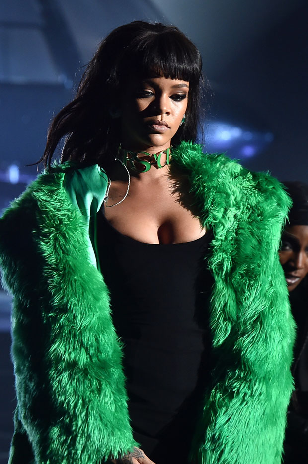 Rihanna 2015 Iheartradio Music Awards Red Carpet