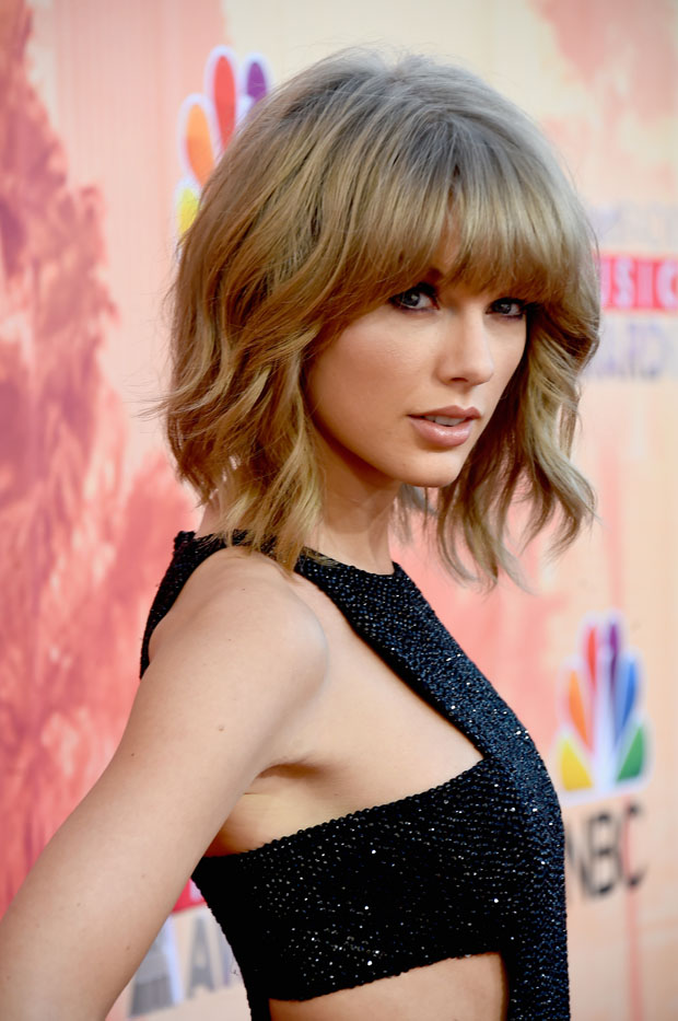 Taylor Swift 2015 Iheartradio Music Awards Red Carpet
