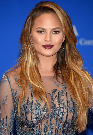 Get The Look: Chrissy Teigen's WHCD Bold Lip