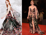 Elizabeth Banks In Elie Saab - 'Beasts Of No Nation' Venice Film Festival Premiere