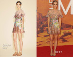 Kristen Wiig In Valentino - 'The Martian' London Premiere