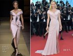 Uma Thurman In Atelier Versace - 'Ismael's Ghosts' Cannes Film Festival Premiere