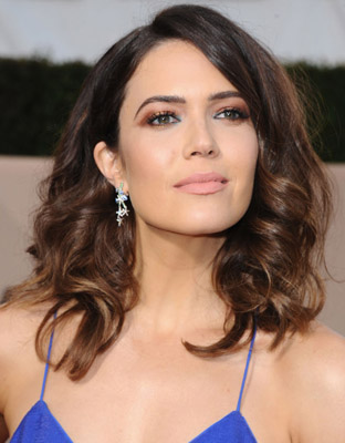 Get The Look Mandy Moore S Sag Awards 1970 S Inspired