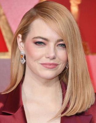 Get The Look Emma Stone S Powerfully Feminine 80s Inspired Beauty Red Carpet Fashion Awards